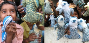 Chakali toys being distributed to children in the Muj Mahoda community of Baroda